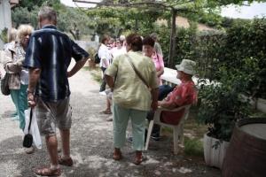 gallery-visita-guidata-presso-lazienda-cantine-davoli-574f415a1a54b_big - Copia